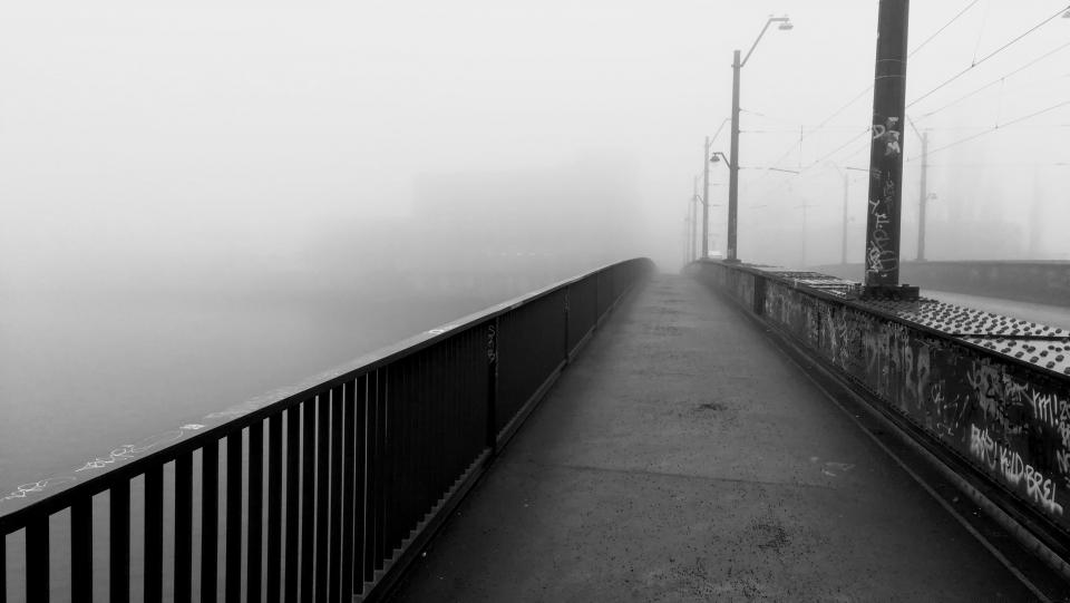 🇩🇪 Misty bridge in Oberschöneweide, Berlin