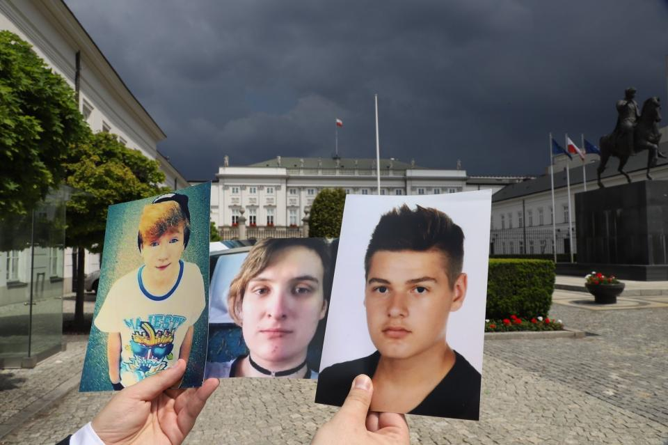Bart Staszewski bringing president Duda pictures of queer youth bullied into suicide