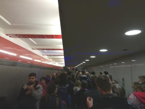 Schlange zum U-Bahnhof Stadtmitte